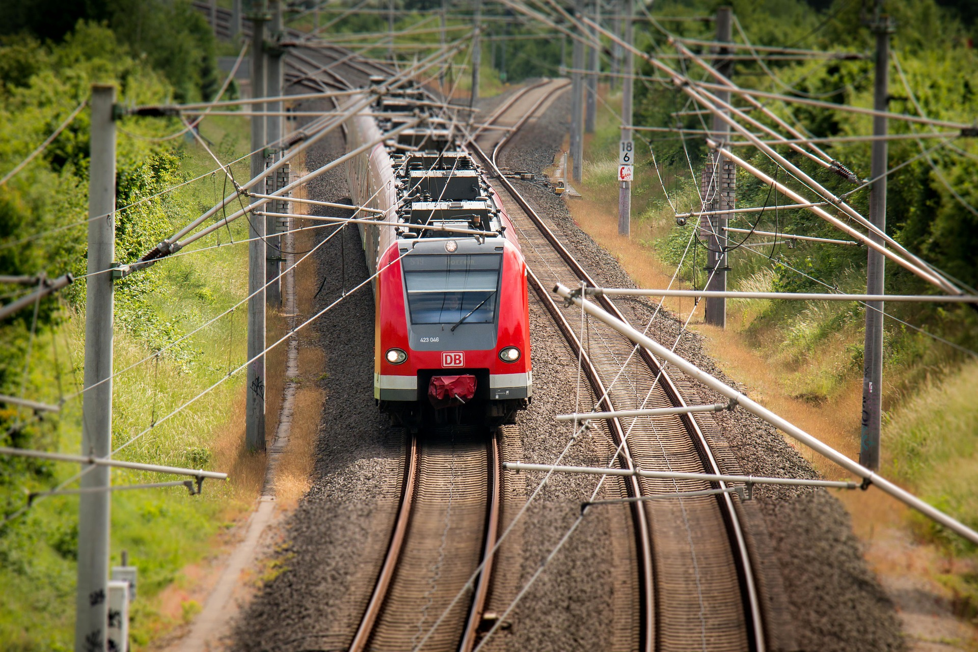 train-797072_1920